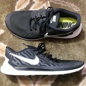 18d9e770aff652 Men s Barefoot Running Shoes Nike on Poshmark